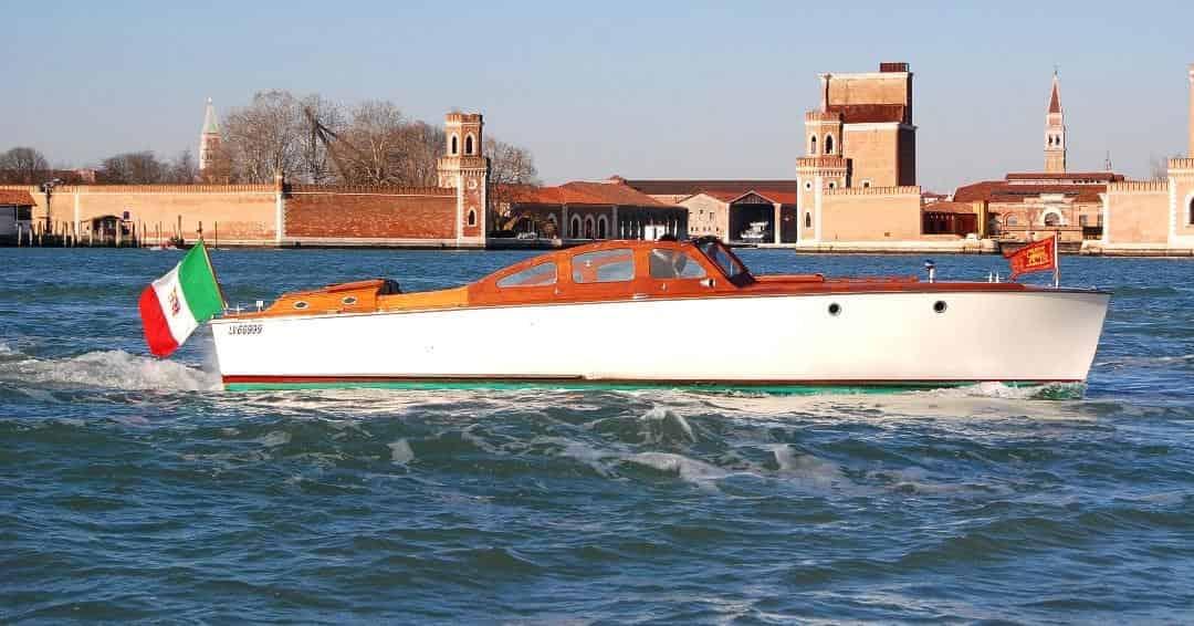 amperetta-boat-sailing